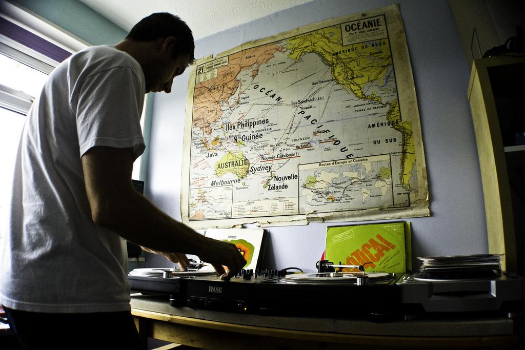 DJ-Format-Record-Spinning-4