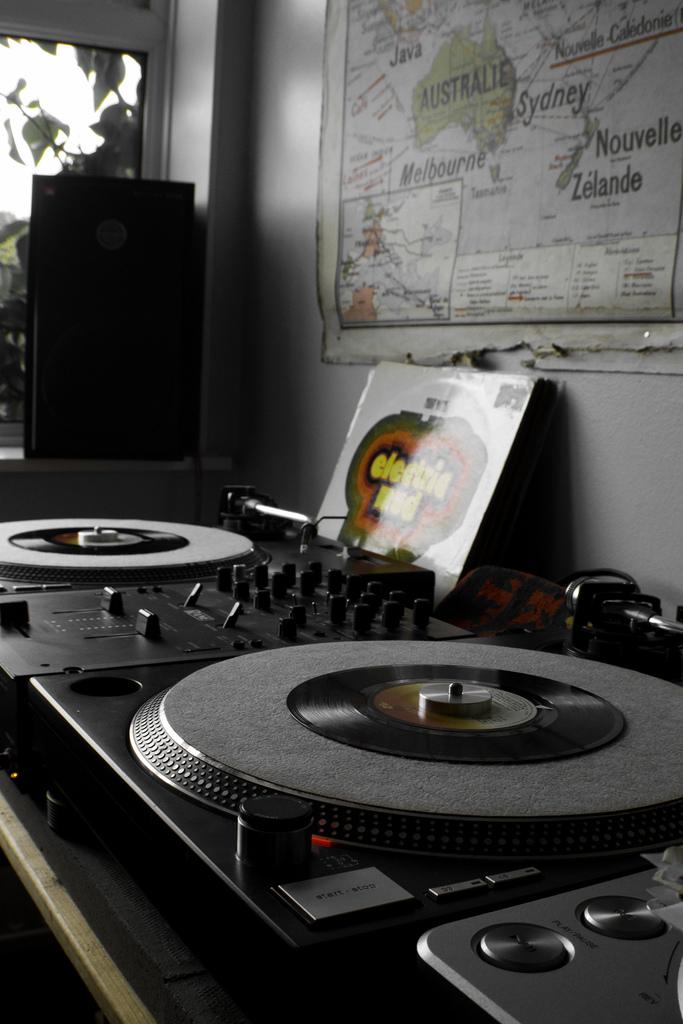 DJ-Format-Record-Spinning-9