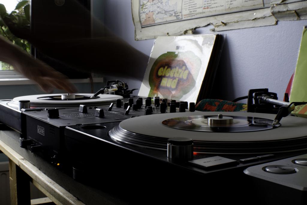 DJ-Format-Record-Spinning10