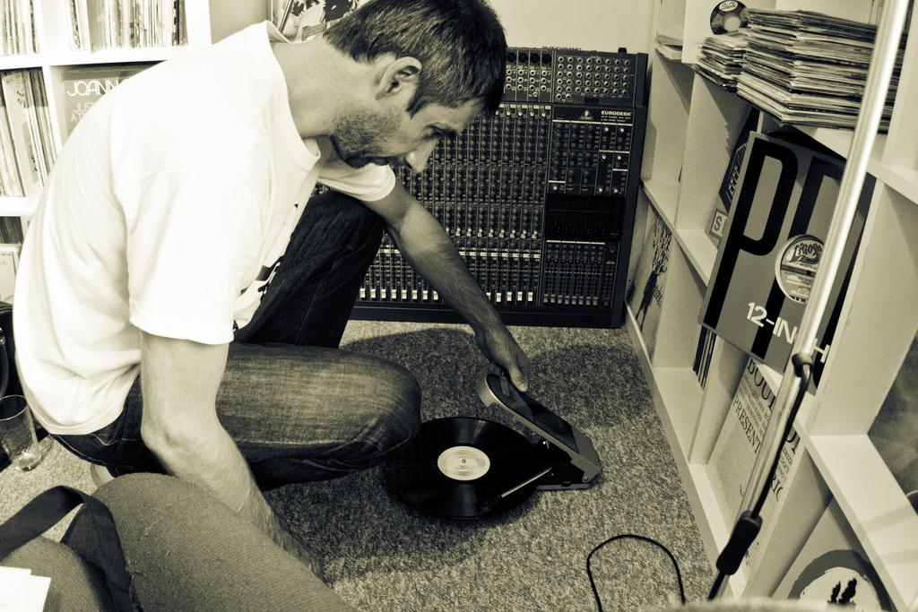 DJ-Format-Record-Spinning3